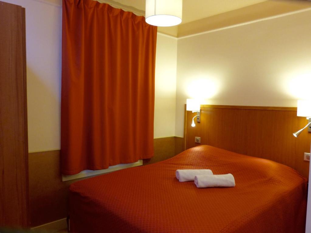 O Hôtel Marignan é uma das opções de hospedagem em Paris