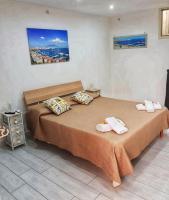 Home Malù in Naples with free Wi-Fi close to Garibaldi square.