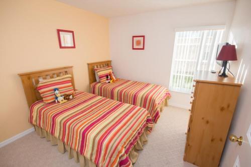 7979 Rolling Hills Estates 4 Bedroom Villa