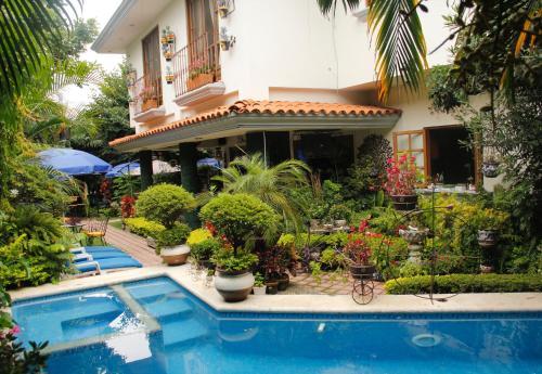 Los 10 mejores hoteles con estacionamiento en cuernavaca for Jardines de casas particulares