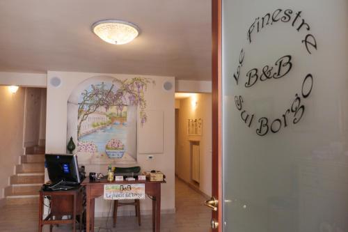 Bed and Breakfast Le Finestre sul Borgo (Italia Peschiera ...