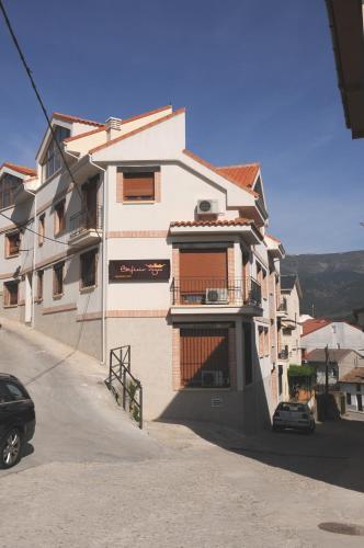 Booking.com: Hoteles en La Adrada. ¡Reservá tu hotel ahora!