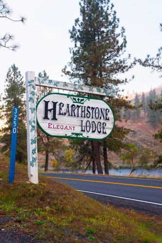 Hearthstone Elegant Lodge by the River
