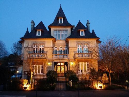 Le Castel Guesthouse