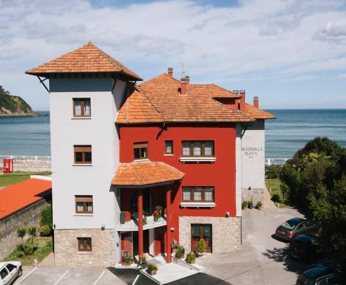 Los 10 mejores hoteles con estacionamiento en Ribadesella ...