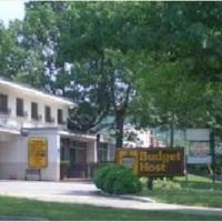 Budget Host Town Center