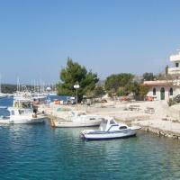 Lovro Simuni room by the sea