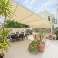 Family home, up to 8, Forio town centre