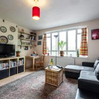 Spacious Leigh Road Apartment