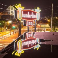 ザ サンダーバード イン(The Thunderbird Inn)