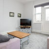 3 Bedroom Apartment by Battersea Park Sleeps 6
