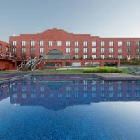Hotel Barcelona Golf Resort & Spa </h2 <div class=sr-card__item sr-card__item--badges <span class=sr-card__badge sr-card__badge--class-unavailable <i class= bk-icon-wrapper bk-icon-stars star_track  title=alojamiento de 4 estrellas  <svg aria-hidden=true class=bk-icon -sprite-ratings_stars_4 focusable=false height=10 width=43<use xlink:href=#icon-sprite-ratings_stars_4</use</svg                     <span class=invisible_spokenalojamiento de 4 estrellas</span </i </span <span class=bui-badge bui-badge--destructive ¡Se han agotado! </span </div <div class=sr-card__item sr-card__item--red   <svg alt=Información adicional class=bk-icon -iconset-warning sr_svg__card_icon fill=#E21111 height=12 width=12<use xlink:href=#icon-iconset-warning</use</svg <div class= sr-card__item__content   ¡Demasiado tarde! No quedan habitaciones en este alojamiento. </div </div </div </div </a <div data-expanded-content class=u-padding:8 u-text-align:center js-sr-card-footer g-hidden <div class=c-alert c-alert--deconstructive u-font-size:12 u-margin:0 js-soldout-alert<div class=u-font-weight:bold u-margin-bottom:4 No tenemos disponibilidad en el Hotel Barcelona Golf Resort & Spa para las fechas que has seleccionado. </div <button type=button class=c-chip u-margin:0 u-margin-top:10 u-width:100% card-not-available__button card-not-available__button_next js-next-available-dates-button <span class=c-chip__title Mostrar próximas fechas disponibles </span </button <button type=button class=c-chip u-margin:0 u-margin-top:10 u-width:100% card-not-available__button u-color:grey card-not-available__button_loading <span class=c-chip__title Cargando… </span </button </div<a href=/hotel/es/barcelona-golf-resort.es.html?label=gen173nr-1FCAQoggJCCmRpc3RyaWN0X1hIClgEaOQBiAEBmAEKuAEYyAEF2AEB6AEB-AEDiAIBqAIEuAKI5sToBcACAQ;sid=9933af5972cc474d8d839f70b05ab51a;checkin=2019-07-04;checkout=2019-07-05;dest_type=district;hapos=1;hpos=1;nflt=pri%3D;soh=1;sr_order=price;srepoch=1561408265;srpvid=f4969044c0970036;ucfs