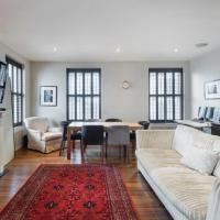 Elegant Kensington Apartment w/Balcony