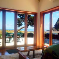 A Beach House at Piha - Ocean Front