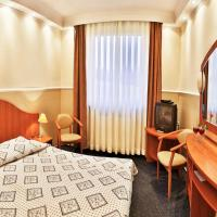 Hotel Graniczny </h2 <div class=sr-card__item sr-card__item--badges <div class= sr-card__badge sr-card__badge--class u-margin:0  data-ga-track=click data-ga-category=SR Card Click data-ga-action=Hotel rating data-ga-label=book_window:  day(s)  <i class= bk-icon-wrapper bk-icon-stars star_track  title=2-gwiazdkowy  <svg aria-hidden=true class=bk-icon -sprite-ratings_stars_2 focusable=false height=10 width=21<use xlink:href=#icon-sprite-ratings_stars_2</use</svg                     <span class=invisible_spoken2-gwiazdkowy</span </i </div   <div style=padding: 2px 0  <div class=bui-review-score c-score bui-review-score--smaller <div class=bui-review-score__badge aria-label=Oceniony na 8,4 8,4 </div <div class=bui-review-score__content <div class=bui-review-score__title Bardzo dobry </div </div </div   </div </div <div class=sr-card__item   data-ga-track=click data-ga-category=SR Card Click data-ga-action=Hotel location data-ga-label=book_window:  day(s)  <svg alt=Lokalizacja obiektu class=bk-icon -iconset-geo_pin sr_svg__card_icon height=12 width=12<use xlink:href=#icon-iconset-geo_pin</use</svg <div class= sr-card__item__content   <strong class='sr-card__item--strong'Cieszyn</strong • <span 1,9 km </span  od Pastwiska </div </div </div </div </a </li <div data-et-view=cJaQWPWNEQEDSVWe:1</div <li id=hotel_17772 data-is-in-favourites=0 data-hotel-id='17772' class=sr-card sr-card--arrow bui-card bui-u-bleed@small js-sr-card m_sr_info_icons card-halved card-halved--active   <a href=/hotel/pl/halnycieszyn.pl.html target=_blank class=sr-card__row bui-card__content data-et-click=customGoal: aria-label=  Mercure Cieszyn,  Oceniony na 8.5,      <div class=sr-card__image js-sr_simple_card_hotel_image has-debolded-deal js-lazy-image sr-card__image--lazy data-src=https://q-ec.bstatic.com/xdata/images/hotel/square200/183944589.jpg?k=f2df00786639a88ef411f8f86a77b8e6e0bbfa746f5996fa0627e8f199d8840e&o=&s=1,https://r-ec.bstatic.com/xdata/images/hotel/max1024x768/183944589.jpg?k=596194