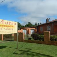 Monia Holiday House