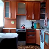 Apartments Ust-Katav Komsomolskaia </h2 <div class=sr-card__item sr-card__item--badges <div class= sr-card__badge sr-card__badge--class u-margin:0  data-ga-track=click data-ga-category=SR Card Click data-ga-action=Hotel rating data-ga-label=book_window:  day(s)  <span class=bh-quality-bars bh-quality-bars--small   <svg class=bk-icon -iconset-square_rating fill=#FEBB02 height=12 width=12<use xlink:href=#icon-iconset-square_rating</use</svg<svg class=bk-icon -iconset-square_rating fill=#FEBB02 height=12 width=12<use xlink:href=#icon-iconset-square_rating</use</svg<svg class=bk-icon -iconset-square_rating fill=#FEBB02 height=12 width=12<use xlink:href=#icon-iconset-square_rating</use</svg </span </div   <div style=padding: 2px 0    </div </div <div class=sr-card__item   data-ga-track=click data-ga-category=SR Card Click data-ga-action=Hotel location data-ga-label=book_window:  day(s)  <svg alt=Расположение объекта class=bk-icon -iconset-geo_pin sr_svg__card_icon height=12 width=12<use xlink:href=#icon-iconset-geo_pin</use</svg <div class= sr-card__item__content   Усть-Катав • <span 700 м </span  от центра </div </div </div </div </a </li <li class=bui-card bui-u-bleed@small bh-quality-sr-explanation-card <div class=bh-quality-sr-explanation <span class=bh-quality-bars bh-quality-bars--small   <svg class=bk-icon -iconset-square_rating fill=#FEBB02 height=12 width=12<use xlink:href=#icon-iconset-square_rating</use</svg<svg class=bk-icon -iconset-square_rating fill=#FEBB02 height=12 width=12<use xlink:href=#icon-iconset-square_rating</use</svg<svg class=bk-icon -iconset-square_rating fill=#FEBB02 height=12 width=12<use xlink:href=#icon-iconset-square_rating</use</svg </span Новый рейтинг качества Booking.com для домов, апартаментов и других подобных вариантов размещения <button type=button class=bui-link bui-link--primary aria-label=Open Modal data-modal-id=bh_quality_learn_more data-bui-component=Modal <span class=bui-button__textПодробнее</span </button </div <template id=bh_quality_learn_more <header class=bui-modal__header <h1 class=bui-modal__title id=myModal-title data-bui-ref=modal-title Оценки качества </h1 </header <div class=bui-modal__body bui-modal__body--primary bh-quality-modal <h3 class=bh-quality-modal__heading <span class=bh-quality-bars bh-quality-bars--small   <svg class=bk-icon -iconset-square_rating fill=#FEBB02 height=12 width=12<use xlink:href=#icon-iconset-square_rating</use</svg<svg class=bk-icon -iconset-square_rating fill=#FEBB02 height=12 width=12<use xlink:href=#icon-iconset-square_rating</use</svg<svg class=bk-icon -iconset-square_rating fill=#FEBB02 height=12 width=12<use xlink:href=#icon-iconset-square_rating</use</svg<svg class=bk-icon -iconset-square_rating fill=#FEBB02 height=12 width=12<use xlink:href=#icon-iconset-square_rating</use</svg<svg class=bk-icon -iconset-square_rating fill=#FEBB02 height=12 width=12<use xlink:href=#icon-iconset-square_rating</use</svg </span