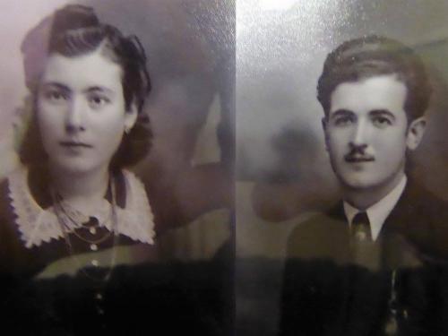 Aos 25 anos, João era um jovem trabalhador que encantava as raparigas da  aldeia com o seu banjo. Maria Helena era, aos 18 anos, a única jovem que  tinha ... c50b0e32bb